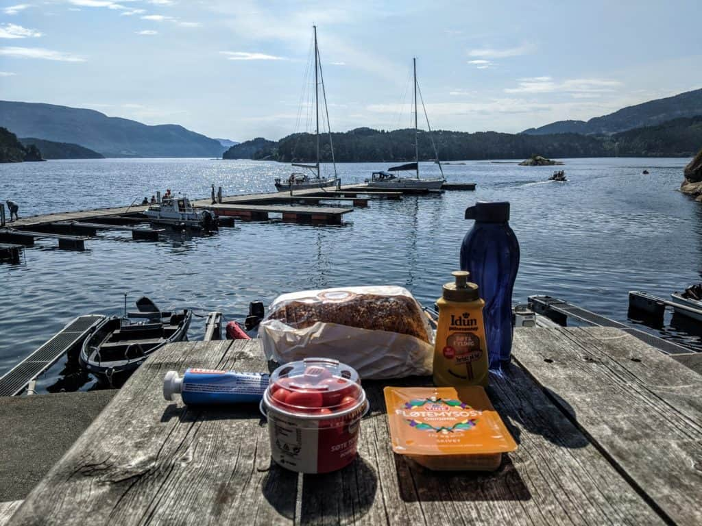 Mittagspause am Fjord